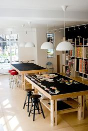 Love the idea of a black top table